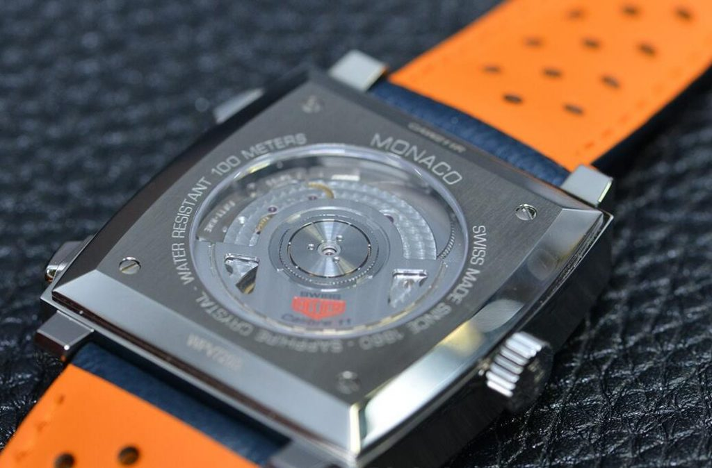 The movement can be seen from the sea-through caseback.