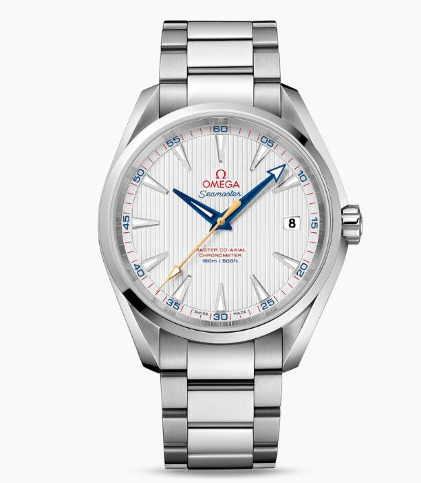 The polishes steel case fitted with the steel bracelet make the watch more shiny and gentle.