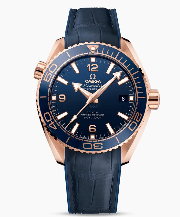 The blue leather strap matches the blue dial and bezel well, presenting a distinctive look of sporty and elegant style.