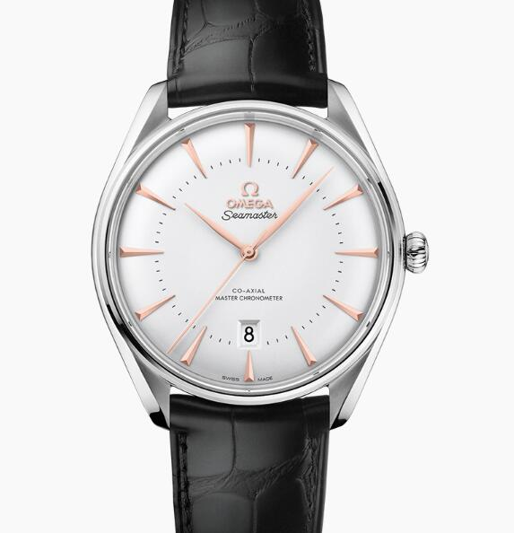 The gold leaf-shaped hands and triangle hour markers set on the silvery dial allow the wearers to read the time easily and cleary.