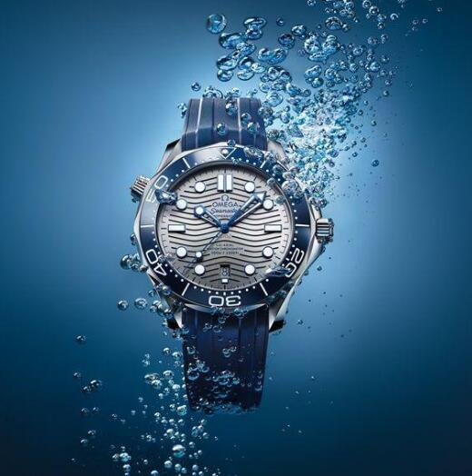 Blue is a best color for diving watch as it embodies the relationship between the watch and the profound ocean.