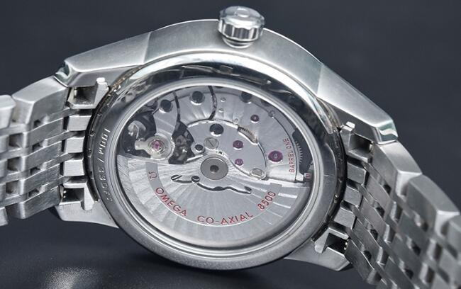 The extraordinary movement could be viewed through transparent caseback.