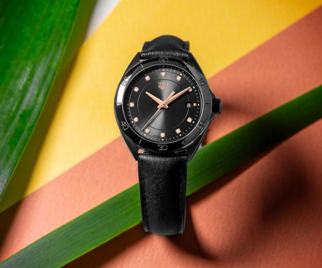 The integrated black tone of this TAG Heuer for women combines the fashion with elegance perfectly.