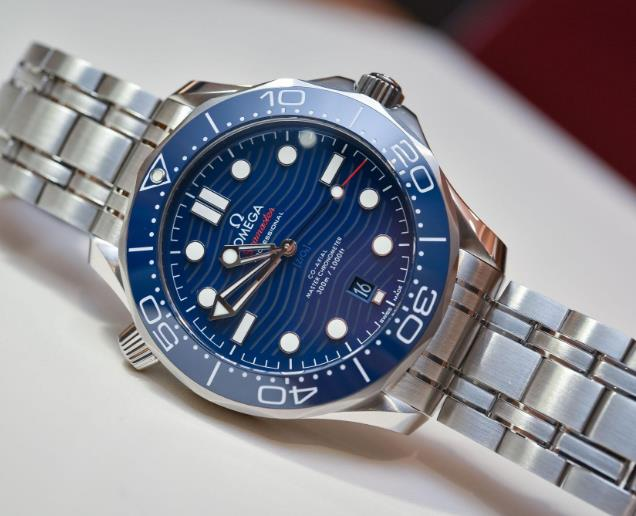 The new Omega Seamaster has been upgraded from many details.