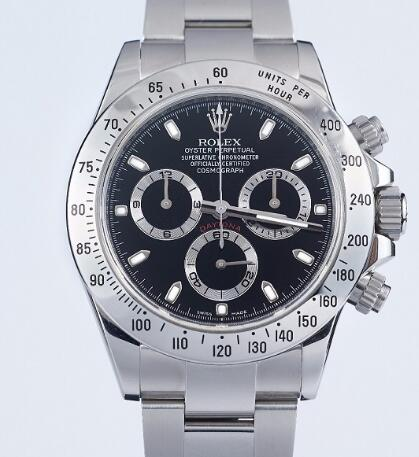 Daytona has been favored by many watch lovers with its high precision.