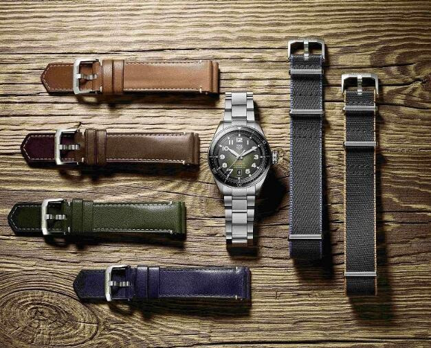 The new timepiece could be exchanged with different straps to form the different style.
