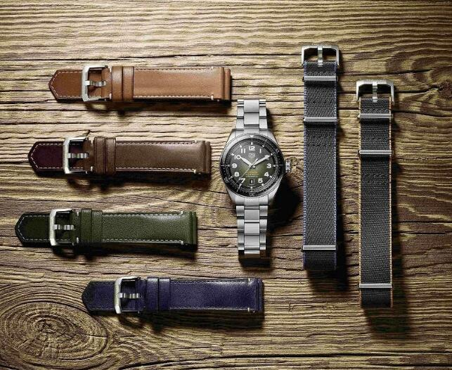 The different styles of straps are provided to the wearers to match different clothes.