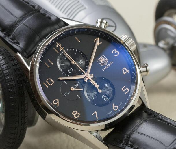 The timepiece provides a great legibility.