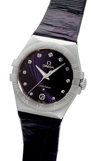 Online reproduction watches have showy diamonds.